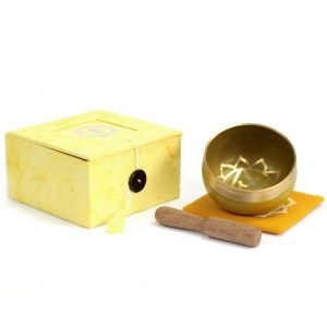 Chakra singing bowl; with cushion and wooden stick in yellow box